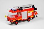 Auch Feuerlöschen mit HLF 20/6 KatS gehört zu den Aufgaben der FF